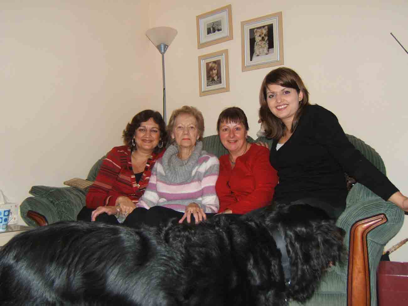 Visit to see my mum on 18/1/07, L -> R Ruth, Mum, Lesley and Hannah